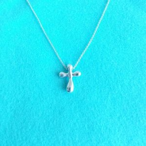 Peretti's cross pendant necklace